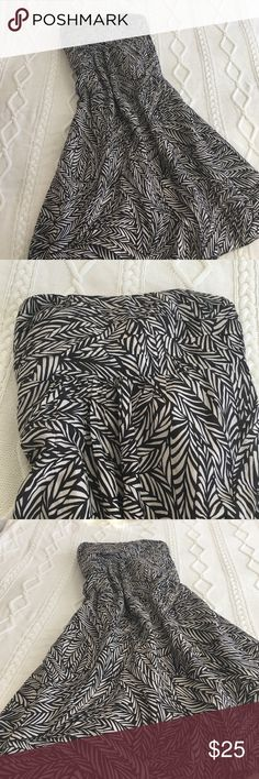 Banana Republic Dress Banana Republic Strapless Dress. Size 4, and zips on the side. Length from top to bottom is 35 inches. Amazing condition! 💕 Banana Republic Dresses Strapless