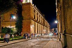 Y por las noches la iluminación de los edificios del centro histórico en #Morelia sin igual! #SéBienvenidoAquí