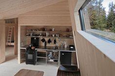 50 sqm cabin in massive wood by Landsbyarkitektene