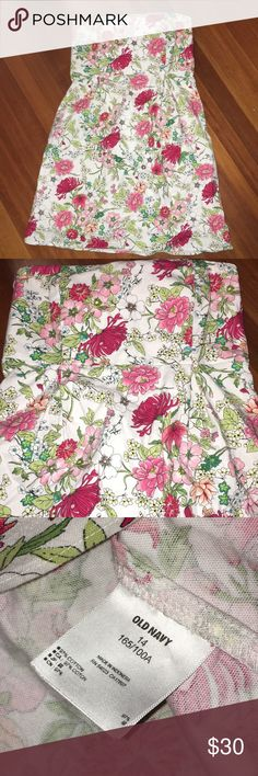 Strapless flower dress 🌸 Old navy size 14 Strapless garden party dress! Such good quality material is 👌🏼pattern is the cutest 🌸🌺🌸🌺 Old Navy Dresses Strapless
