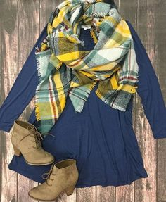 Piko dresses were made to wear with blanket scarves! Hmm... Don't know how I feel about this color scarf though.