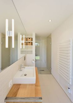 Minimalistisches Badezimmer mit Dusche : Modern Badezimmer von Möhring Architekten