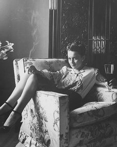 iznogoodgood: Olivia de Havilland photographed by Bob Landry, 1942