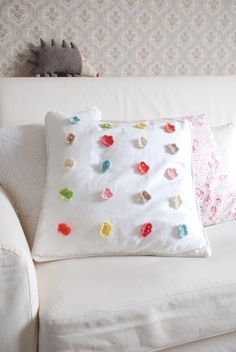 crochet flower pillow to die for!