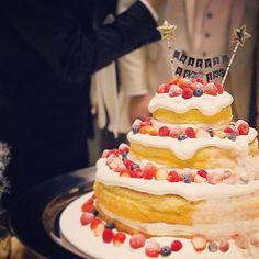 今日で結婚式をして1年‼︎ あっという間だな〜▼△ すごい楽しくて幸せだった⭐︎ . そして今日は母に息子を預けて 旦那とおでかけ◎ ららぽで買い物したり久々にラーメン食べに行って息抜き!! たまには必要だねっ!! . #結婚式から1年#あっという間#結婚式#wedding#weddingcake#ケーキ#ネイキッドケーキ#ヴェントモデルノ#美味しい結婚式