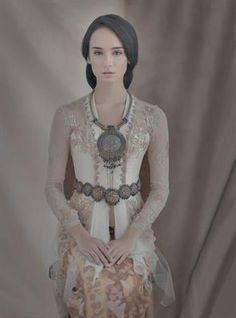 5 Pilihan Kebaya Pernikahan Karya Desainer Indonesia