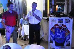 """A ocho días para que el múltiple campeón del motociclismo boliviano, Juan Carlos """"Chavo"""" Salvatierra inicie su segunda incursión en el Campeonato Mundial de Rally Cross Country de la Federación Internacional de Motociclismo (FIM), anoche en acto ante"""