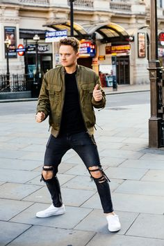 Conor Maynard Victory Dance Coca-Cola Zero Sugar C Connor Maynard, Jack And Conor Maynard, Buttercream Squad, Roman Kemp, British Youtubers, Vlog Squad, Music Station, Joe Sugg, Charlie Puth