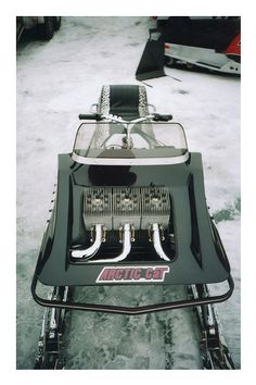 Arctic Cat King Kat (One of my best friends from high school had one of these.what a howling machine! Vintage Sled, Vintage Racing, Decal Printer, Snow Toys, Snow Vehicles, Snow Machine, Snow Fun, Vintage Classics, Hot Rod Trucks