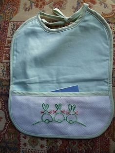 Palestinian Embroidery, Cross Stitch For Kids, Le Point, Margarita, Baby Things, Punto De Cruz, Crochet Edgings, Kitty, Dots