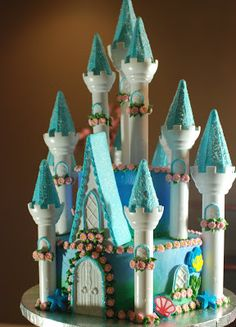 CAKE ON THE BRAIN: BIRTHDAY CASTLE CAKE: PART 4...THIS BLOWS MY MIND! ALL DONE!