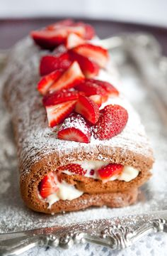 chocolate-strawberry-roulade
