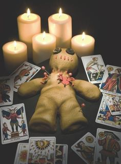 INSPIRATION - Voodoo Corner (Source : http://www.cutoutandkeep.net/projects/voodoo-cake) #halloween #decor