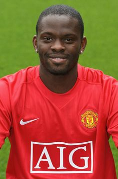 MANCHESTER, ENGLAND - AUGUST Louis Saha of Manchester United poses during the club's official annual photocall at Old Trafford on August 28 2007 in Manchester, England. (Photo by John Peters/Manchester United via Getty Images) Football And Basketball, Football Fans, Football Players, Soccer, Old Trafford, Manchester England, Manchester United Football, August 28, Futbol