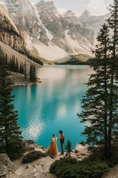 This Banff national park elopement is everything you could dream of. Non-traditional bride and groom rocking a yellow dress by Sweet Caroline Styles, and boho vibes. Give me all the laidback, nature-loving couples who just want to elope! Destination Wedding Locations, Destination Wedding Photographer, Banff National Park, National Parks, Professional Wedding Photography, Destinations, Mountain Elopement, Shooting Photo, Photo Couple