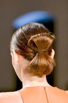 tendencias de primavera vistas en pasarela para peinados de novia: Sally LaPointe
