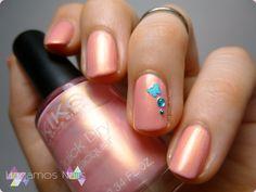 Nail art pink with gold shimmer. Hagamos Nails #nailart #hagamosnails #blogger #pink #blue #shimmer