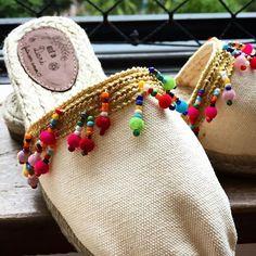 ALPARGATAS BORDADAS A MÃO (@ateliedadari) | Instagram photos and videos Espadrilles, Boho Shoes, Shoe Crafts, Bohemian Girls, Crochet Shoes, Cute Sandals, Shoe Closet, Designer Shoes, Bag Accessories