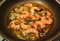 Recept voor Gambas al Ajillo Fish Recipes, Seafood Recipes, Snack Recipes, Healthy Recipes, Good Food, Yummy Food, Food Platters, Fish Dishes, Paella