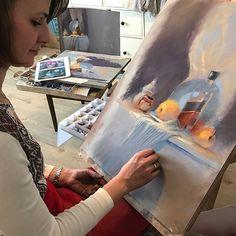 А это Катя @catarinacardi в процессе работы. По-моему настоящая живопись получается!!!! #пастель #сухаяпастель #натюрмортпастелью #pastelpainting #pastel