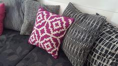 Virkkuumania: Virkkurin kuosikalenteri - syyskuu - virkattu tyyn... Throw Pillows, Toss Pillows, Decorative Pillows, Decor Pillows, Scatter Cushions