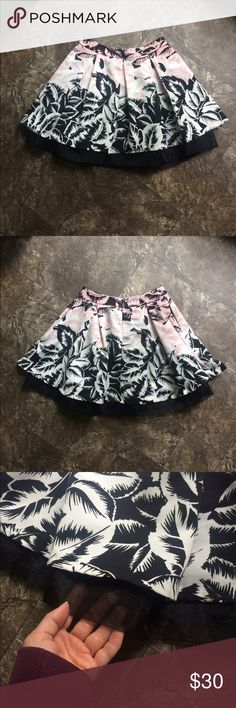 EUC Express mini skirt EUC Express skirt, pink/white/black palm print, sheer black underskirt, side pockets, zip back, size 6. Express Skirts