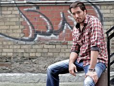 Jonathan Scott - men please take note on his fashion. If you don't know what to wear watch him on HGTV. OKay? thanks.