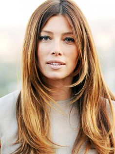Jessica Biel's hairdresser has feathered the front of the hair to create some shorter layers around the face.