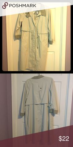Gorgeous trenchcoat Beautiful trenchcoat, perfect for spring, buttons, pockets and drawstring Fleet Street Jackets & Coats Trench Coats