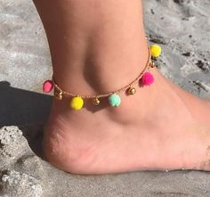 ♦ New Boho Anklet!♦ This anklet features: ►► Lots of seed beads in Gold Color. 2 in Yellow, 2 in Mint and 3 in different shades of Pink. ►► Select your anklets Size from the Drop Down Menu. My shop: Bead Jewellery, Boho Jewelry, Beaded Jewelry, Fashion Jewelry, Ankle Jewelry, Ankle Bracelets, Gemstone Bracelets, Handmade Bracelets, Ankle Chain