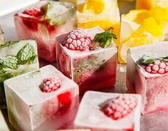 Make your drinks even more flavorful with easy infused ice cubes. New Year's Eve Cocktails, Cocktails For Parties, Party Drinks, Fun Drinks, Yummy Drinks, Healthy Drinks, Summer Cocktails, Flavored Ice Cubes, Fruit Infused Water