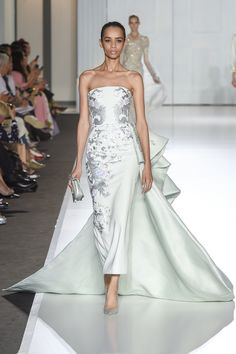 Ralph and Russo Couture Fall 2017 Runway Fashion Looks, Fashion Show, Fashion Outfits, Haute Couture Style, Couture Wedding Gowns, Blue Wedding Dresses, Luxury Dress, Types Of Dresses, Beautiful Gowns