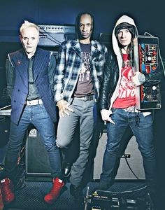 The Prodigy - Liam Howlett, Keith Flint, Maxim Reality. Liam with The Invaders Machine