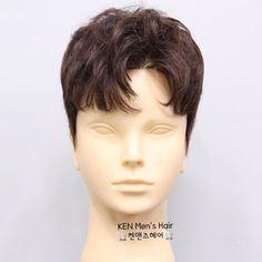 """Instagram의 ★켄맨즈헤어★2019 남자 머리스타일, 펌 전문님: """"🔱 켄맨즈헤어 🔱 🔹️애나쌤🔹️의 가르마펌 & 쉼표머리 @anna.s2_ 소프트 투블럭에 7대3으로 자연스럽게 나누어 디자인한 가르마 쉼표머리 스타일 입니다 . ✔헤어가발로 디자인하였지만, 남자머리 전문 헤어샵 켄맨즈헤어 에서는 드라이가 아닌 펌…"""" Men's Hairstyle, Men Hair, Korean Hair, Men's Hair, Male Hairstyles, Man's Hairstyle, Men's Haircuts, Men Hair Styles"""
