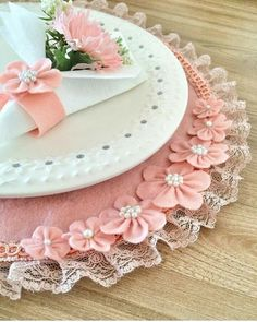 Chic Kitchen Accessories H Felt Diy, Felt Crafts, Crafts To Sell, Diy And Crafts, Shabby Chic Dining Room, Kitchen Ornaments, Shabby Fabrics, Crochet Decoration, Shabby Chic Pink