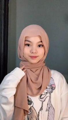 Modern Hijab Fashion, Muslim Women Fashion, Hijab Fashion Inspiration, Simple Hijab Tutorial, Hijab Style Tutorial, Diy Fashion Videos, Diy Fashion Hacks, Pashmina Hijab Tutorial, Scarf Tutorial