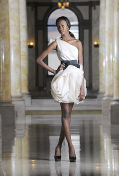 Gentil Say Yes To The Second Dress [Pictures]. Short White By Vera Wang Wedding ...