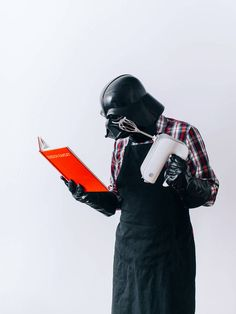"""In his new photo project titled """"The Daily Life Of Darth Vader"""", 28 years old web designer Pawel Kadysz from Poland, aims to take a picture every day for a year – and each one of them should show the Dark Lord of the Sith tackling everyday life. Star Wars Meme, Tableau Star Wars, Die Galaxie, Sith Lord, Star Wars Wallpaper, Star Wars Darth, Darth Sith, Darth Maul, Funny Darth Vader"""