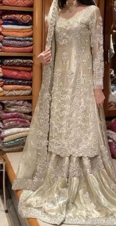 Bridal Mehndi Dresses, Modest Wedding Dresses, Event Dresses, Bridal Outfits, Nice Dresses, Shadi Dresses, Pakistani Formal Dresses, Pakistani Dress Design, Pakistani Outfits