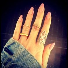 I love the shape of her nails and of course the jewelry and rings jewelry fashion jewelry. I also love the ring on her index finger Trendy Nails, Cute Nails, Hair And Nails, My Nails, Pink Nails, Blush Nails, Shellac Nails, Color Nails, Neutral Nails