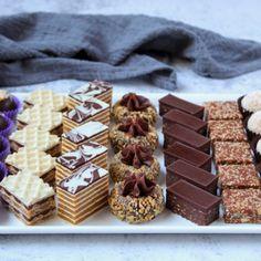 Raw Desserts, Sweet Desserts, Sweet Recipes, Mini Dessert Cups, Dessert Tray, Torta Recipe, Praline Recipe, Cookie Recipes, Dessert Recipes