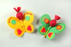 Lembrancinhas para festa infantil com tema de borboletas. lembrancinhas para festa com tema jardim. Diy And Crafts, Arts And Crafts, Paper Crafts, Butterfly Party, Project Free, Candy Bouquet, Ideas Para Fiestas, Gifts For Kids, Party Time