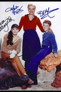 Lost in Space Angela Cartwright Billy Mumy Marta Kristen Space Tv Series, Space Tv Shows, Sci Fi Tv Series, 1960s Tv Shows, Old Tv Shows, Lost In Space Cast, Star Trek, Marta Kristen, Smith And Western