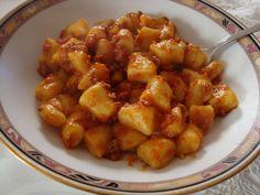 #Gnocchi di patate al ragù, un must della cucina Emiliana. Rigorosamente fatti a mano!!!
