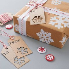 A wonderful Christmas gift wrap set. Screen Printed here in Britain by hand onto heavyweight ribbed brown or white paper.