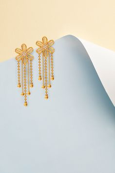 Product Photography - Paper Craft on Behance Gold Jhumka Earrings, Jewelry Design Earrings, Gold Earrings Designs, Gold Jewellery Design, Gold Jewelry, Arabic Jewelry, Craft Jewellery, Antique Jewellery Designs, Gold Ring Designs