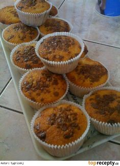 Recept na rychlé muffiny s kousky čokolády Cap Cake, Cheesecake Cupcakes, Croissants, Muffin Recipes, Sweet Recipes, Muffins, Easy Meals, Food And Drink, Yummy Food