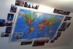 Wandgestaltung mit Fotos - Weltkarte umrandet mit Photolini. #Wanddeko #Bilderwand
