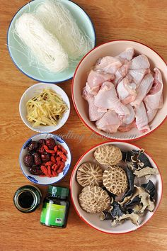 鸡精蒸滑鸡腿 Steamed Chicken Thigh with Essence of Chicken Homemade Chinese Food, Chinese Soup Recipes, Authentic Chinese Recipes, Easy Asian Recipes, Easy Dinner Recipes, Mexican Food Recipes, Yummy Recipes, Crispy Honey Chicken, Steamed Chicken