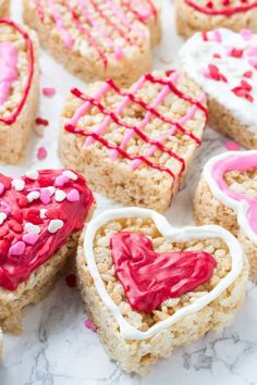 Valentine's Rice Krispie Treats These Valentine's Rice Krispie treats are an easy, fun & festive recipe for February Kids will love making them, and they're a perfect treat to bring to school or Valentine's day parties. Valentines Baking, Valentines Day Desserts, Valentine Treats, Holiday Desserts, Easy Desserts, Delicious Desserts, Kids Valentines, Valentine Party, Baking With Kids